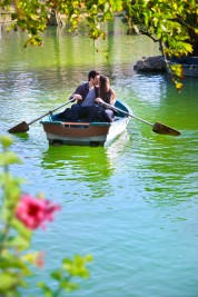 boat-couple-canstockphoto9097128
